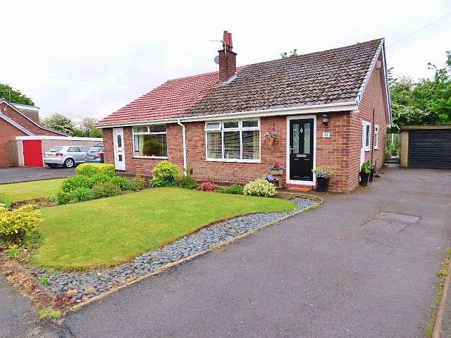 2 Bedrooms Bungalow for sale in Yarmouth Road, Great Sankey, Warrington