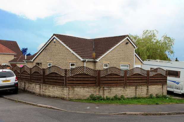 2 Bedrooms Detached Bungalow for sale in Swinston Hill Gardens, Sheffield, South Yorkshire, S25 2RW