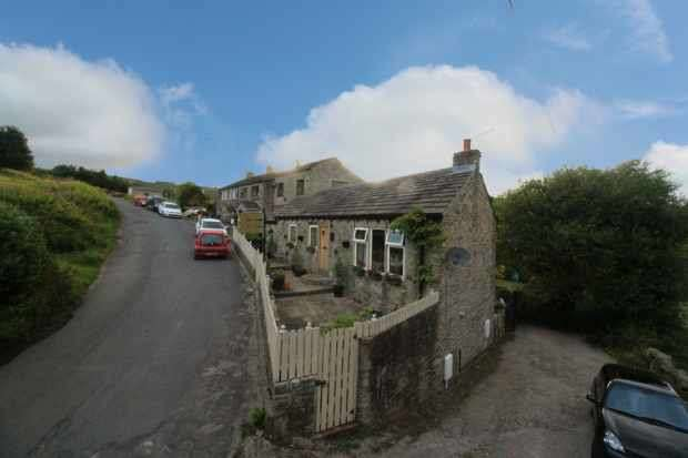 3 Bedrooms Barn Conversion Character Property for sale in Royd Road, Holmfirth, West Yorkshire, HD9 4BE