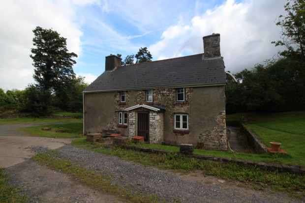 4 Bedrooms Farm House Character Property for sale in Pontyates, Llanelli, Carmarthenshire, SA15 5UT