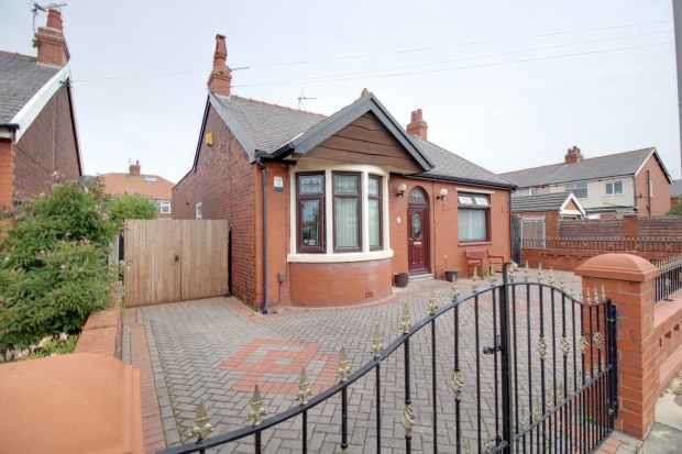 2 Bedrooms Detached House for sale in Selby Avenue, Blackpool, Lancashire, FY4 2LY