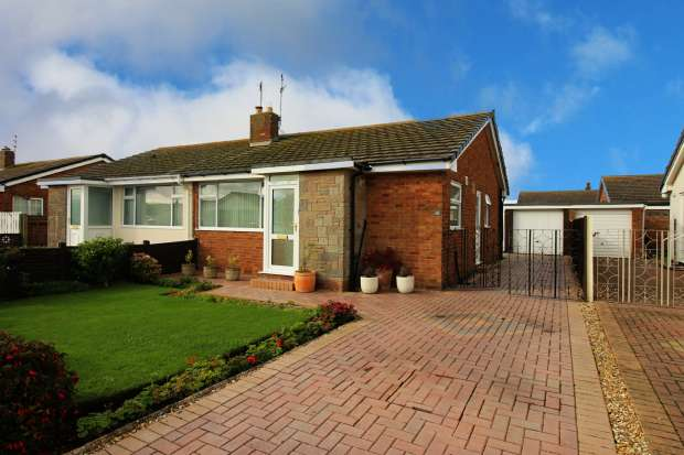 2 Bedrooms Semi Detached Bungalow for sale in Cartmel Avenue, Fleetwood, Lancashire, FY7 8NF