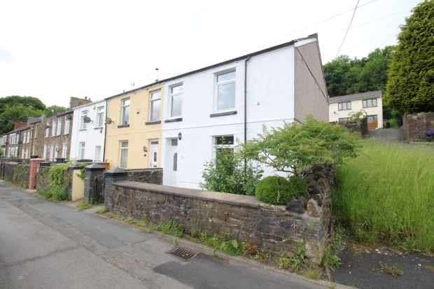3 Bedrooms Property for sale in Chapel Road, Abertillery, Gwent, NP13 3BX