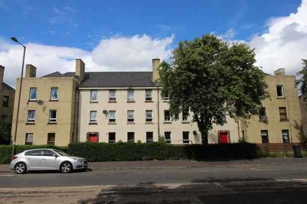 3 Bedrooms Apartment Flat for sale in Craigentinny Road,, Edinburgh, EH7 6NB