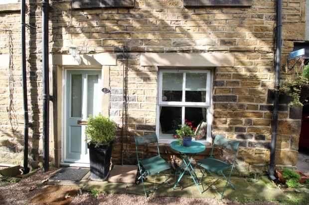 1 Bedroom Property for sale in Scar Fold Huddersfield Road, Holmfirth, West Yorkshire, HD9 2JN