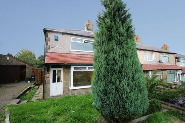 2 Bedrooms Terraced House for sale in Sandhall Drive, Halifax, West Yorkshire, HX2 0DL