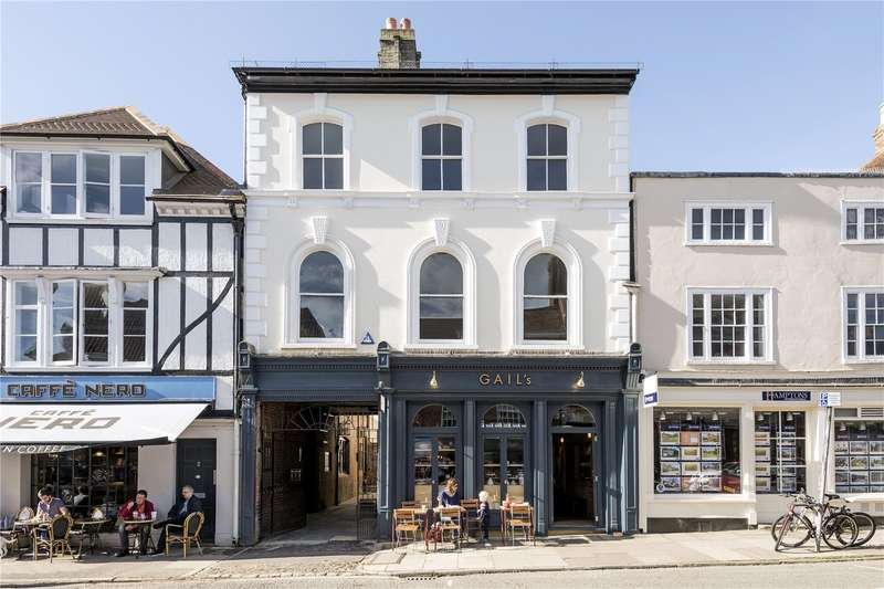 3 Bedrooms Flat for sale in Beaufort Yard, Castle Street, Farnham, Surrey, GU9