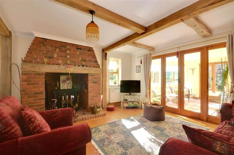 6 Bedrooms Detached House for sale in Pear Tree Lane, Dymchurch, Kent