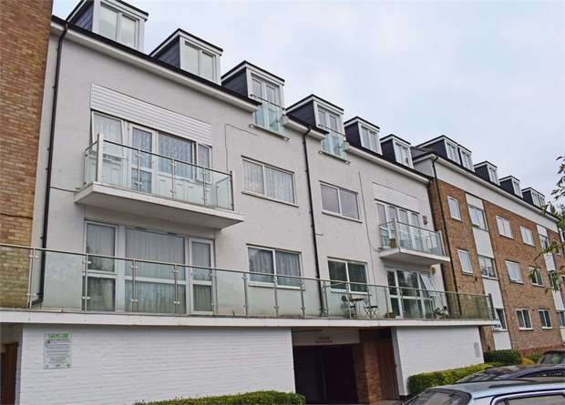2 Bedrooms Flat for sale in Watling Street, Radlett, Hertfordshire