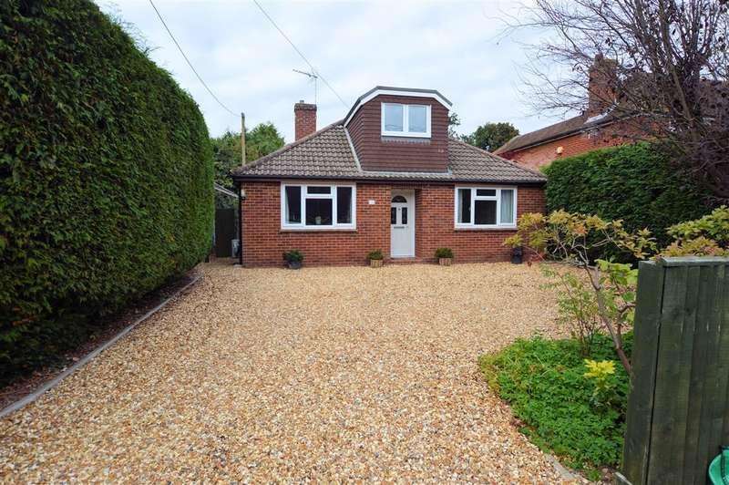 4 Bedrooms Detached Bungalow for sale in Burney Bit, Pamber Heath, Tadley, RG26
