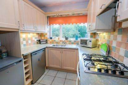 3 Bedrooms Semi Detached House for sale in Mount Close, Dudley, West Midlands, 5 Mount Close