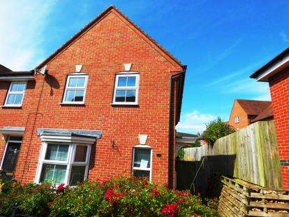 3 Bedrooms End Of Terrace House for sale in Anglia Drive, Church Gresley, Swadlincote, Derbyshire