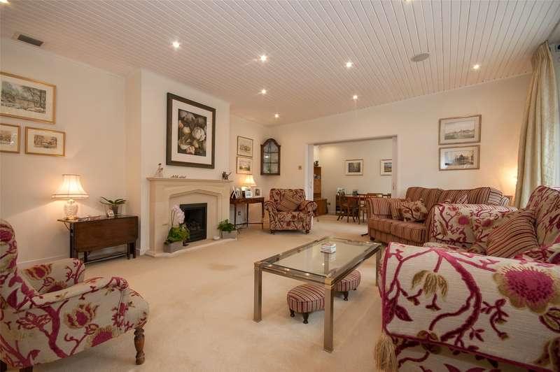 4 Bedrooms Detached Bungalow for sale in Raglan Road, Reigate, RH2