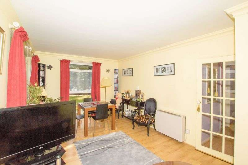 3 Bedrooms Flat for sale in Hill View Road,