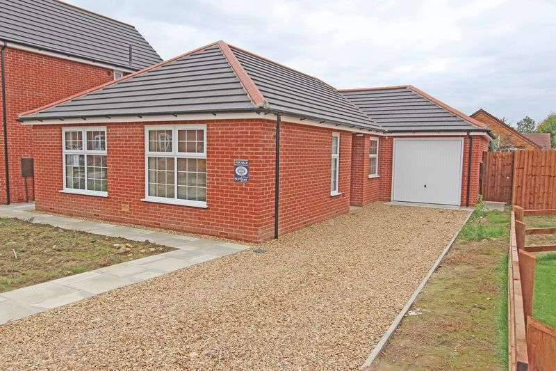3 Bedrooms Detached Bungalow for sale in The Triangle, Spalding
