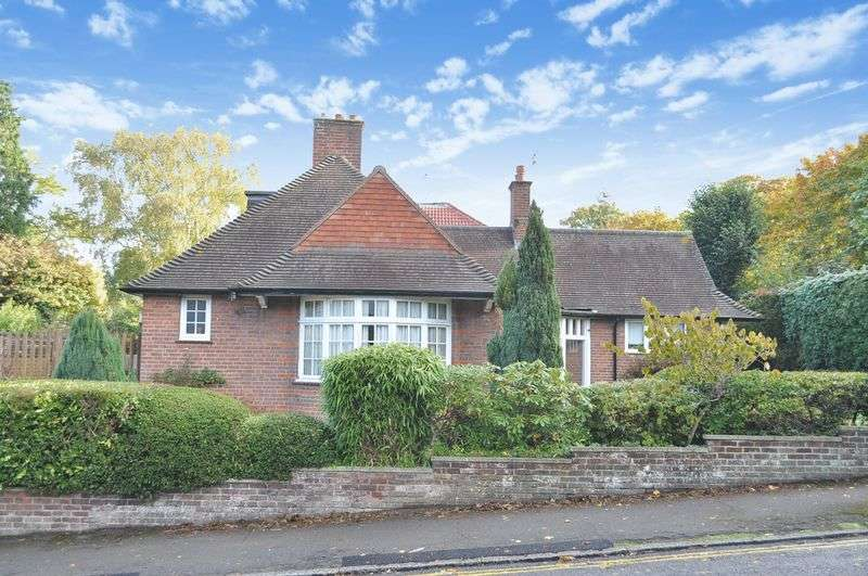 5 Bedrooms Detached Bungalow for sale in St. Johns Avenue, Leatherhead
