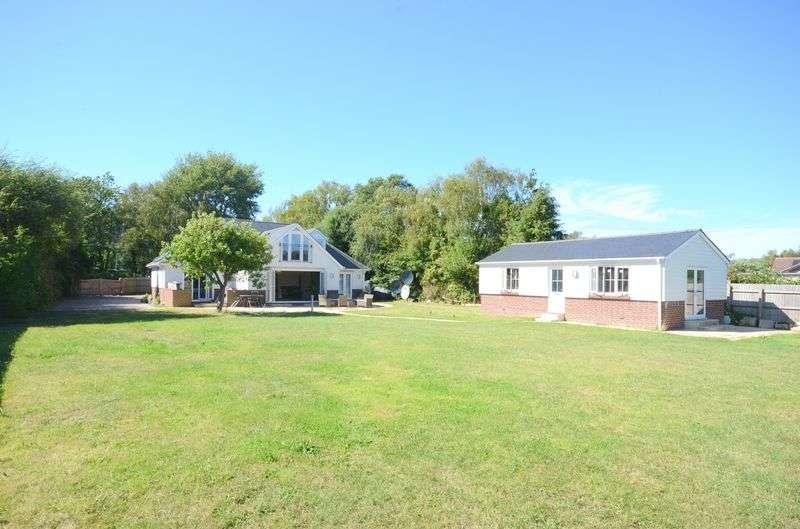5 Bedrooms Flat for sale in Dudmoor Farm Road, Christchurch