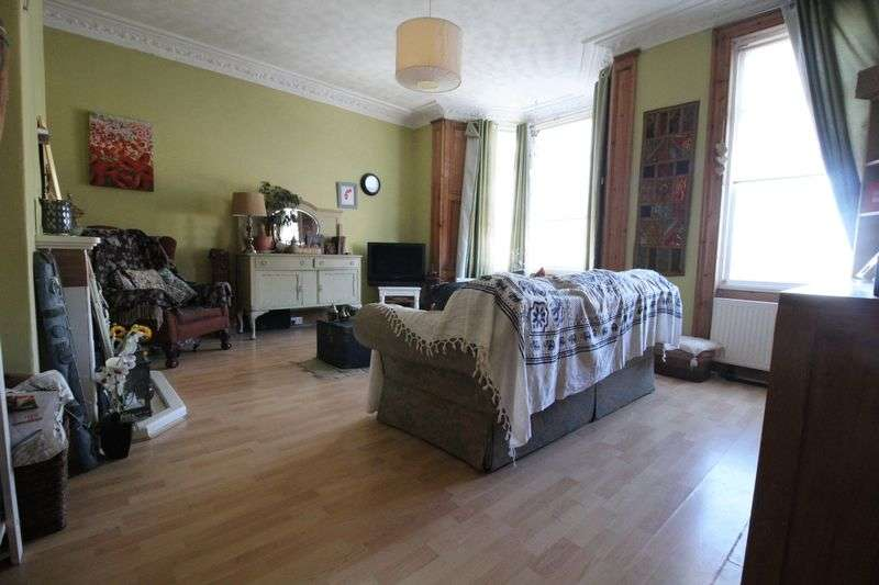 3 Bedrooms Flat for sale in Oxford Street, South Shields