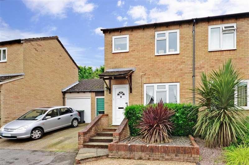 3 Bedrooms Semi Detached House for sale in Falkland Place, Walderslade Woods, Kent
