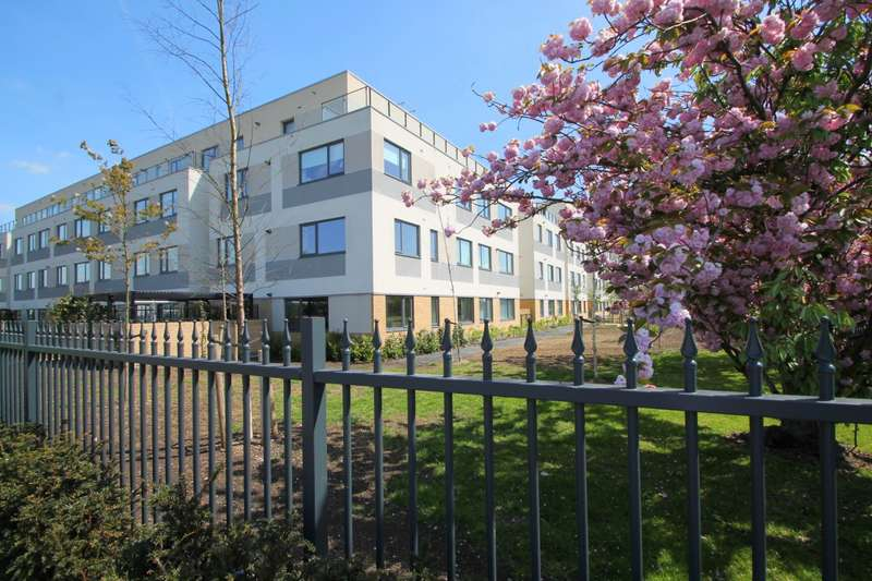 1 Bedroom Flat for sale in West Plaza, Town Lane, Stanwell, TW19
