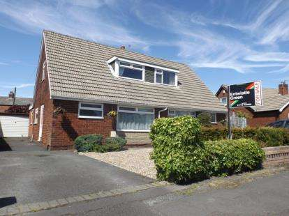 3 Bedrooms Bungalow for sale in St. Annes Road, Leyland, Lancashire, PR25