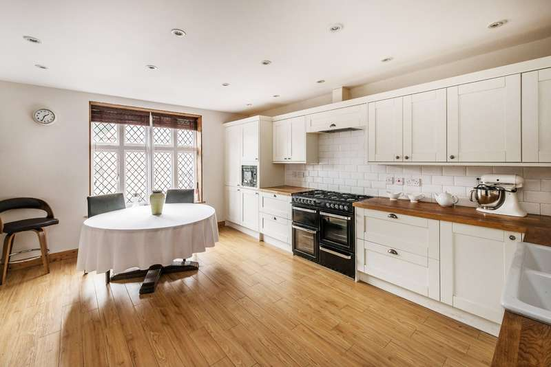 3 Bedrooms Flat for sale in High Street, Limpsfield