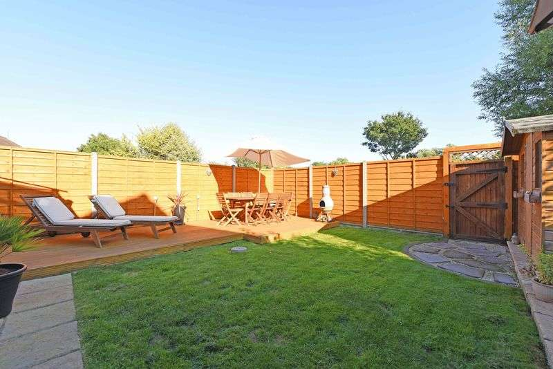 4 Bedrooms Detached House for sale in Cavalier Close, Theale