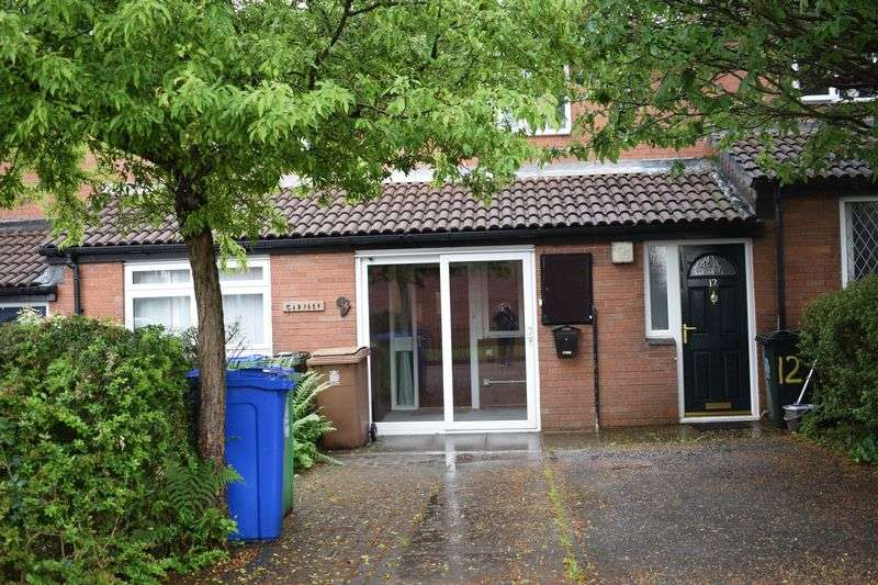 2 Bedrooms Flat for sale in Goldbrook Close, Heywood