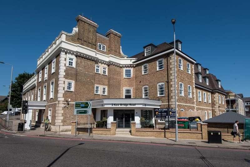 2 Bedrooms Flat for sale in Kew Bridge Road, Brentford TW8