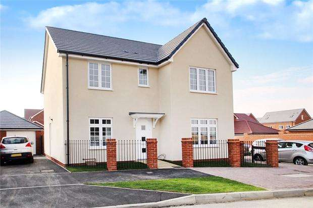 4 Bedrooms Detached House for sale in Ernest Fitches Way, Littlehampton, West Sussex, BN17