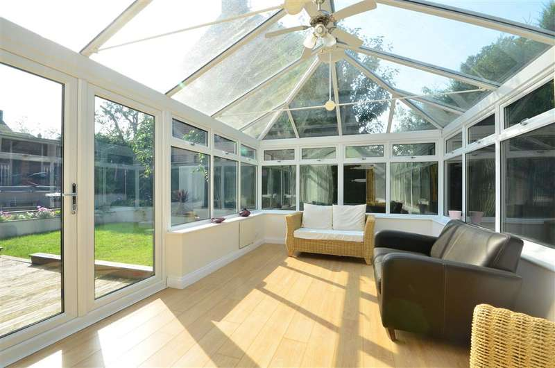 4 Bedrooms Detached House for sale in Deanswood Drive, Waterlooville, Hampshire