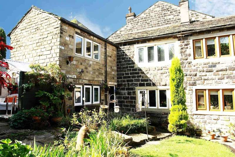 2 Bedrooms End Of Terrace House for sale in Shaws, Uppermill, Saddleworth