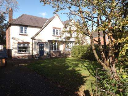 3 Bedrooms Semi Detached House for sale in Stockport Road, Thelwall, Warrington, Cheshire