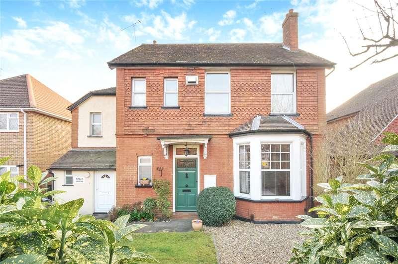 2 Bedrooms Maisonette Flat for sale in Green Lane, Northwood, Middlesex, HA6