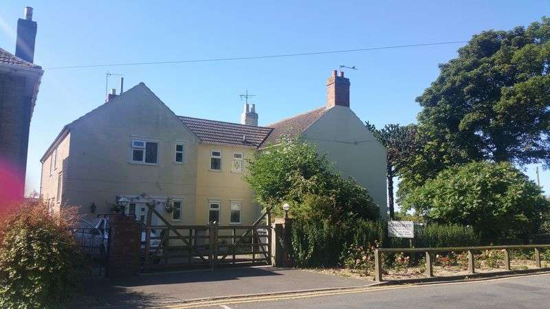 7 Bedrooms Detached House for sale in High Street, Skegness