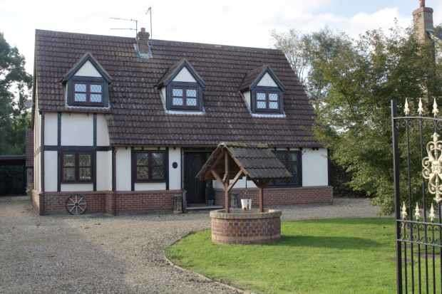 4 Bedrooms Detached House for sale in Broadgate, Sutton St Edmund, Lincolnshire, PE12 0LR