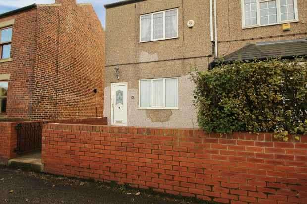 2 Bedrooms Terraced House for sale in Denby Dale Road, Wakefield, West Yorkshire, WF4 3DA