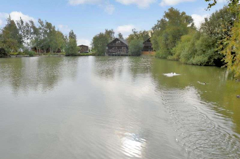 3 Bedrooms Property for sale in Woodpecker Lodge, Tattershall Lakes Country Park, Sleaford Road, Tattershall