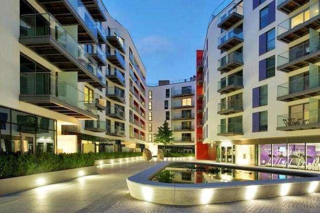 2 Bedrooms Property for sale in Saffron Central Square, Croydon, CR0 0AB