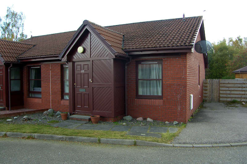 2 Bedrooms Bungalow for sale in Dalnabay, Aviemore, PH22 1TA