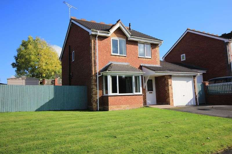 3 Bedrooms Detached House for sale in Laburnum Close, Oswestry