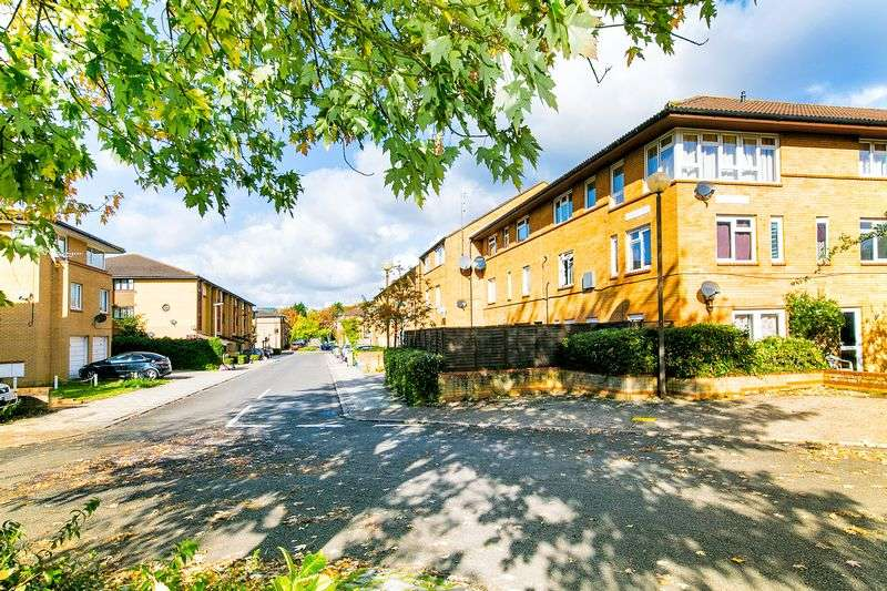3 Bedrooms Flat for sale in Shackleton Place, Milton Keynes
