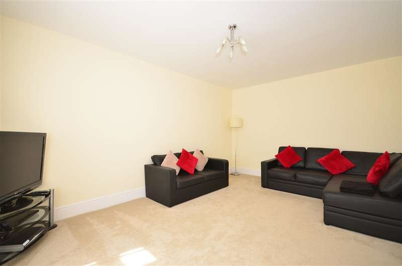4 Bedrooms Detached House for sale in Anderson Close, Rochester, Kent