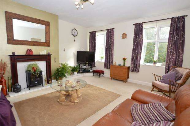 2 Bedrooms Flat for sale in Friary Court, Lower Port View, Saltash, Cornwall