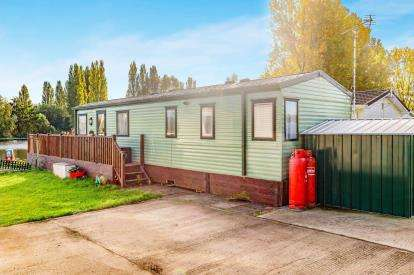 2 Bedrooms Mobile Home for sale in Kingfisher Retreat, Crow Lane, Northampton, Northamptonshire