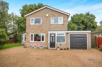 3 Bedrooms Detached House for sale in Mattishall, Dereham, Norfolk