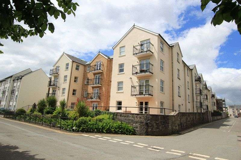 2 Bedrooms Retirement Property for sale in THE PARADE, CARMARTHEN
