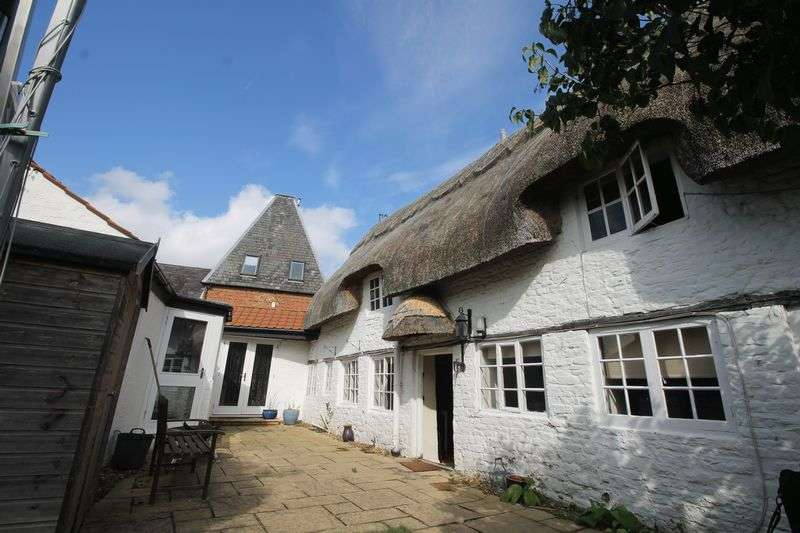 3 Bedrooms Detached House for sale in East Street, Olney