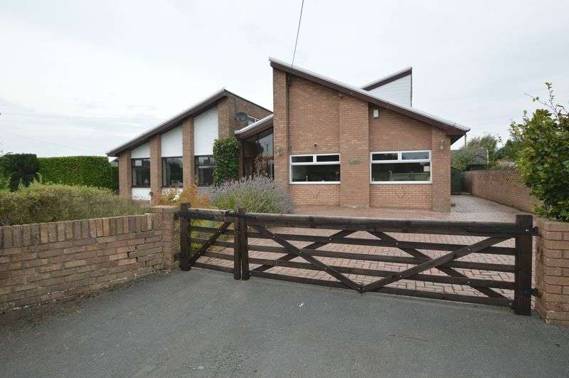 4 Bedrooms Detached House for sale in Caelcoed Lane, Brynford