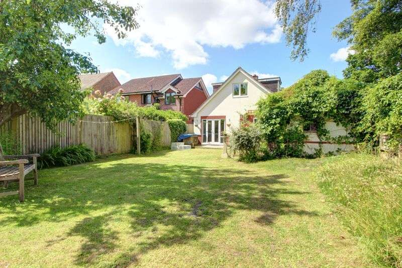 4 Bedrooms Detached House for sale in Merry Gardens, North Baddesley, Hampshire